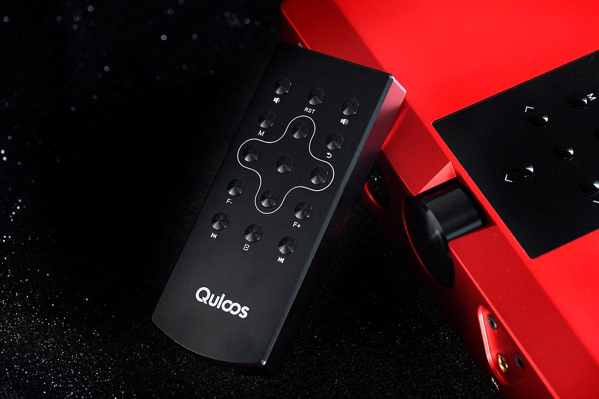Quloos(乾龙盛)QA390 似足一部座檯机,不过不用怀疑,QA390 的确是内置充电、可以拎出街使用的 DAP,而且功能、接驳和音质都足以媲美座檯机。